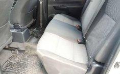 Carro Toyota Hilux 2016 en buen estadode único propietario en excelente estado-3
