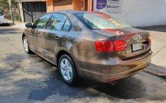 No te pierdas un excelente Volkswagen Jetta 2011 Manual en Coyoacán-0
