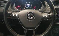 Volkswagen Tiguan Comfortline 5 asientos-8