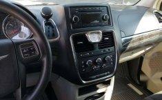 Chrysler Town & Country LX 2012 Plata-18