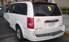 Chrysler Town & Country lx 2010-3