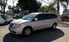 Chrysler Town & Country LX 2012 Plata-17
