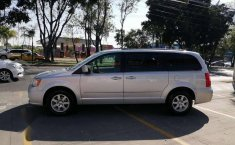 Chrysler Town & Country LX 2012 Plata-16
