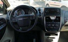 Chrysler Town & Country LX 2012 Plata-14