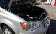 Chrysler Town & Country LX 2012 Plata-13