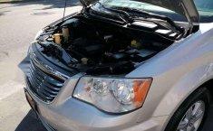 Chrysler Town & Country LX 2012 Plata-12