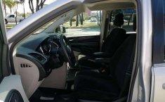 Chrysler Town & Country LX 2012 Plata-11