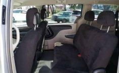 Chrysler Town & Country LX 2012 Plata-9