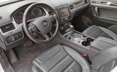 Volkswagen Touareg-0