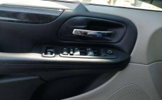 Chrysler Town & Country LX 2012 Plata-3