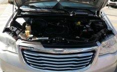 Chrysler Town & Country LX 2012 Plata-2