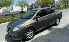 Automóvil Nissan Versa 2012-1