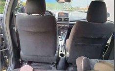 Toyota Yaris Hatchback S CVT Impecable-9