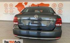 Volkswagen Vento Highline-3