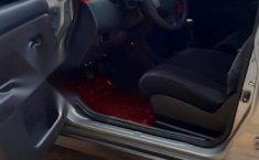 Nissan Tiida Vendo o cambio por pick up 4 cil-5