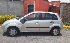 Bonito Ford fiesta 2004-6