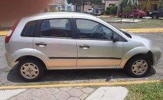 Bonito Ford fiesta 2004-5