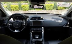 Jaguar XE Prestige-3