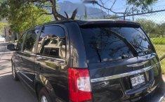 Vendo minivan  Chrysler Town & Country - 2011, cochera-2