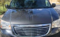 Vendo minivan  Chrysler Town & Country - 2011, cochera-1