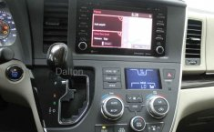 Toyota Sienna-11