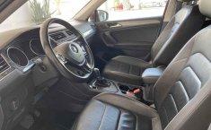 Volkswagen Tiguan 2019 5p Comfortline L4/1.4/T Aut Piel.-13
