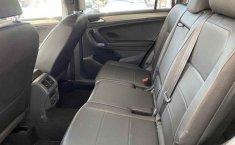 Volkswagen Tiguan 2019 5p Comfortline L4/1.4/T Aut Piel.-9
