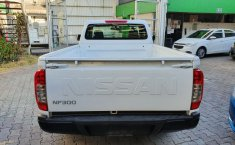 Nissan NP300 Pick Up-8