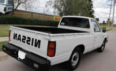 Nissan Pick Up 1993 Blanco-9