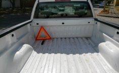 Camioneta pick up chrevolet silverado automática blanca con aire acondicionado, lista para el trabajo-2