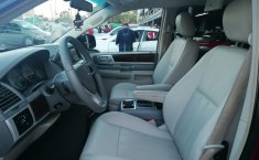 Chrysler Town & Country 2009-8
