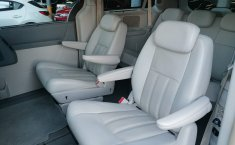 Chrysler Town & Country 2009-5