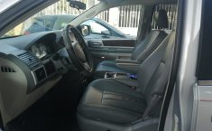 Chrysler Town & Country 2010 -6