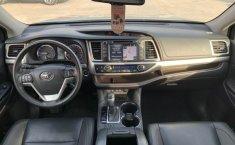 Toyota Highlander 2019 XLE-8