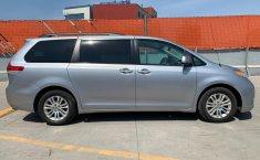 Toyota Sienna 2013 XLE-13