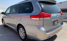 Toyota Sienna 2013 XLE-10