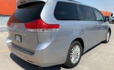 Toyota Sienna 2013 XLE-12
