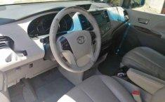 Toyota Sienna 2011 5p XLE aut piel-3