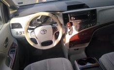 Toyota Sienna-10