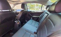 Volkswagen Jetta 2017 4p Sportline L5/2.5 Aut-6