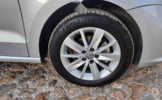 Volkswagen Vento 2017 4p Highline L4/1.6 Man-10