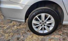Volkswagen Vento 2017 4p Highline L4/1.6 Man-8