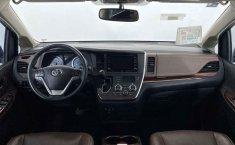 Toyota Sienna-23