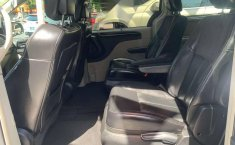 CHRYSLER TOWN & COUNTRY LIMITED 2011-14