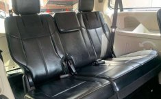 CHRYSLER TOWN & COUNTRY LIMITED 2011-10