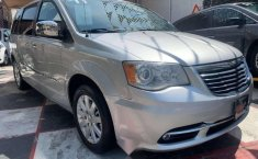 CHRYSLER TOWN & COUNTRY LIMITED 2011-18