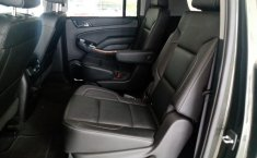 Chevrolet Suburban-7