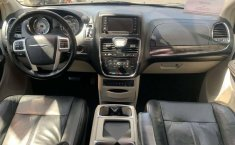 CHRYSLER TOWN & COUNTRY LIMITED 2011-8