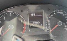 Volkswagen Vento 2018 4p Comfortline L4/1.6 Man-8