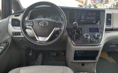 Toyota Sienna-9